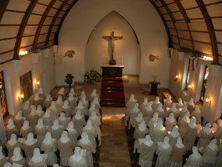 マザーハウスチャペルでの祈りの時