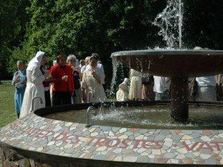 「御父の慈しみの泉」の<br />水で 渇きをいやす
